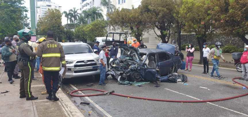 Cuatro muertos deja colisión múltiple en la avenida Anacaona de laCapital