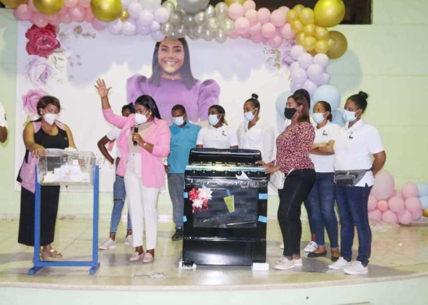 Diputada Leyvi Bautista agasaja a 300 madres de Santo DomingoOeste
