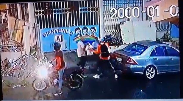 Asaltantes hieren de bala a hombre que intentaron despojar compra desupermercado