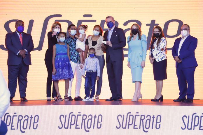 Presidente Abinader inicia programa socialSupérate