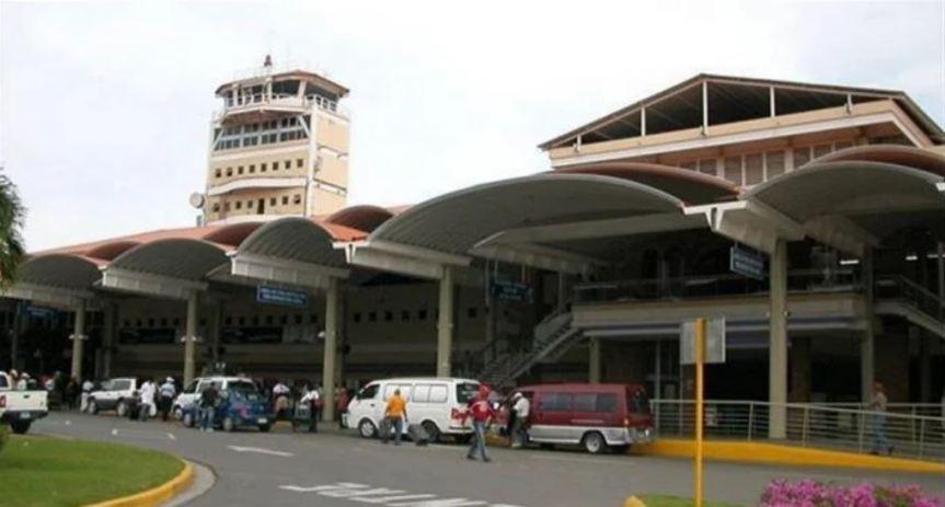 Apresan joven por falsa alarma de bomba en el Aeropuerto delCibao