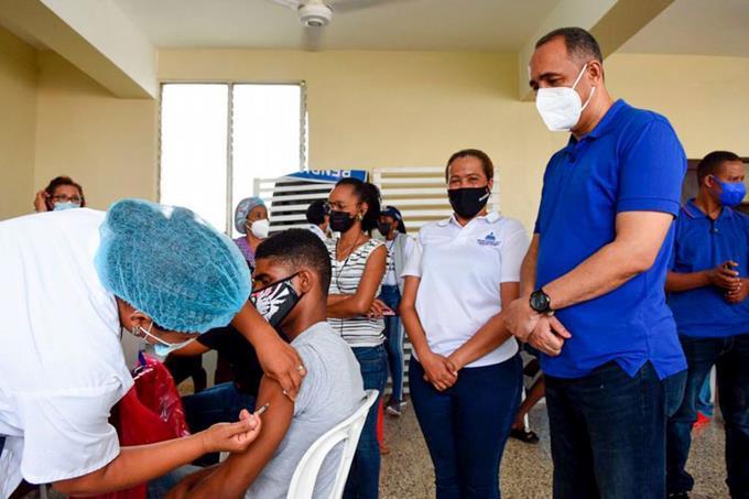 Inicia vacunación masiva en el Sur y Este delpaís