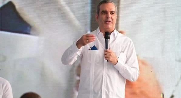 Luis Abinader da primer palazo para remozamiento de la Duarte conParis