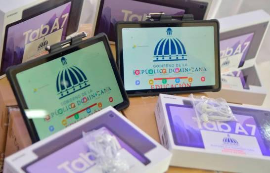 El Minerd ha entregado 623,171 dispositivos móviles aestudiantes