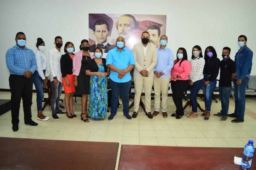 """Estudiantes del municipio Santo Domingo Oeste fungieron como """"Regidores por unDía"""""""