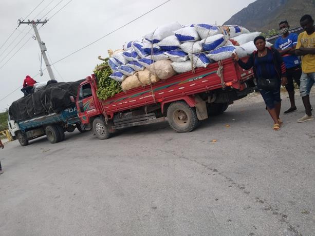 """Gobierno anuncia que por """"razones humanitarias"""" reiniciará exportaciones haciaHaití"""