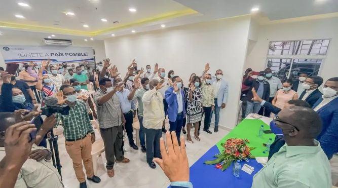 Dos regidores y otros 15 dirigentes del PRD se juramentan en Partido PaísPosible