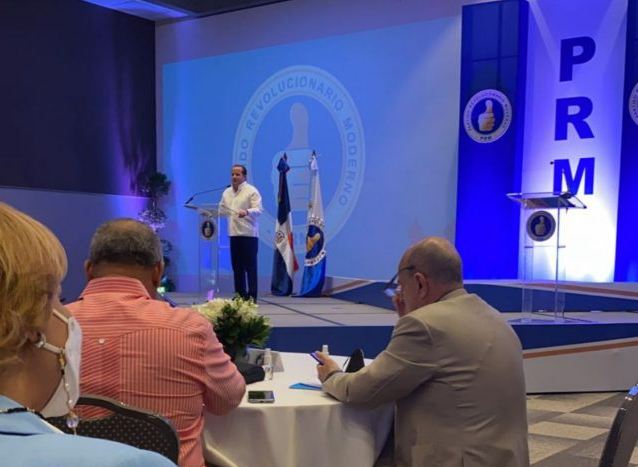Abinader encabeza una reunión con funcionarios y legisladores delPRM