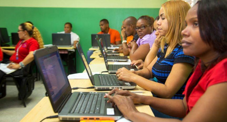 Educación aumenta RD$5,435 a salario de profesores de primaria y los nivela consecundaria