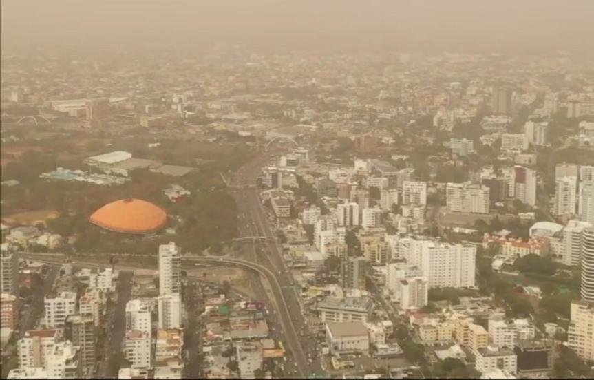 Polvo del Sahara mantiene temperaturas calurosas en elpaís