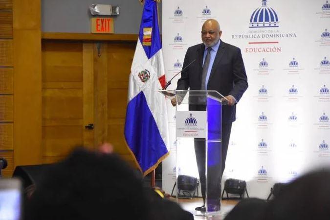 """R.Dominicana donará La Biblia a estudiantes para una lectura """"máslibre"""""""
