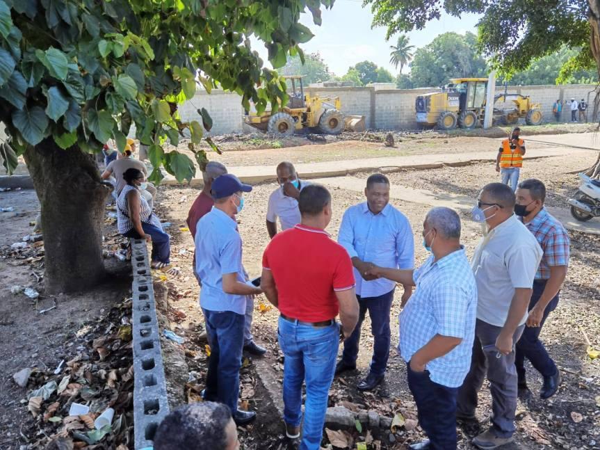 El Regidor Félix Encarnación realiza operativo de acondicionamiento en HatoNuevo