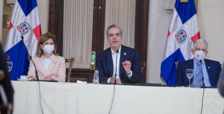 Abinader presenta estrategia para convertir RD lídercompetitividad