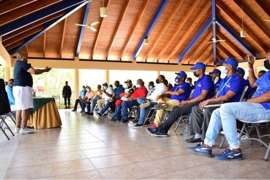 Alcalde Jose Andújar se reúne con dirigentes deportivos del municipioSDO