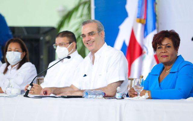 Presidente Abinader construirá escuela para niños especiales y Hospital Materno Infantil enSDO