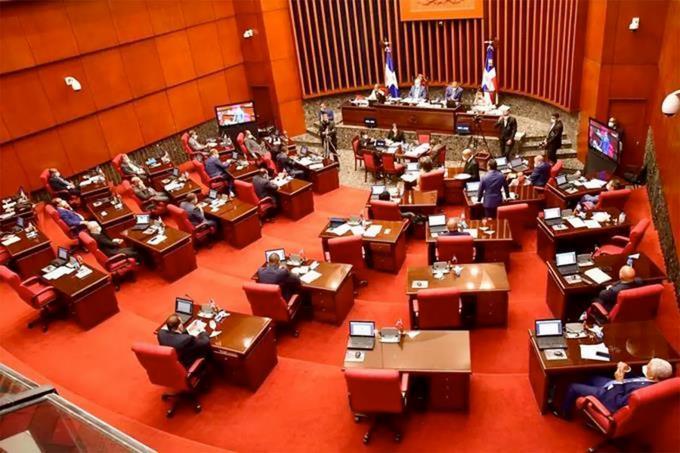 Senadores aprueban en primera lectura proyecto de ley devacunas